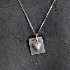 Su propio mensaje Etiqueta de plata esterlina con un corazón en relieve todo hecho a mano en el Reino Unido