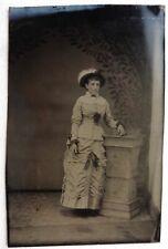 FERROTYPE PHOTO jeune femme avec chapeau robe blanche T974