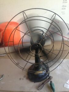 """Vintage Hunter 16"""" Oscillating Fan CG16 Serial # CAT 262 PARTS OR REPAIR ONLY"""