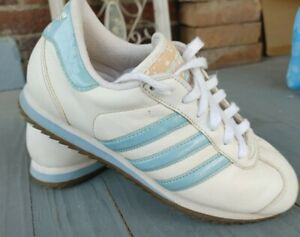 Women Adidas Vintage Shoes, 674485 2001 Size 7 white with blue with flaw