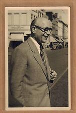 Carte Photo vintage card RPPC Muller Ostende homme dans la rue lunettes pz0300