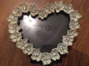 VALENTINES HEART SHAPE PICTURE FRAME-CREAM-PETAL SPARKLY STONE BORDER-SO PRETTY