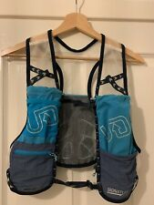 Ultimate Direction Race Vest 4.0 small with brand new Ultimate Direction Bottle