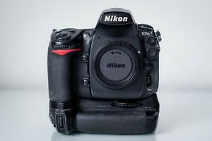 Nikon D700 Digital DSLR Camera body with grip, charger and 2 batteries