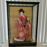 """Vintage Japanese Geisha doll in Kimono 17"""" on wooden base in glass case 21"""""""