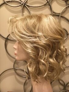 raquel welch wig Celeberty Golden Wheat. Lace front on forehead