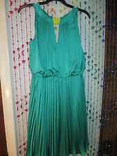 * Beautiful Vince Camuto Party dress size 8, Gorgeous Green color