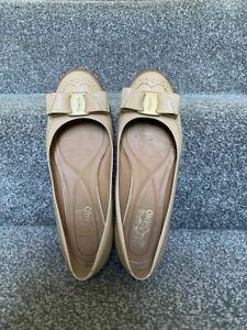 100% authentic Salvatore Ferragamo nude patent leather varina ballet flats