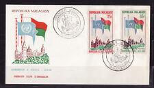 d/ Madagascar enveloppe  2 E  nations unies   drapeaux  1962