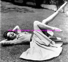 "ACTRESS YVONNE DE CARLO ""LILY MUNSTER"" SEXY LEGS BAREFOOT LEGGY PHOTO A-YD3"