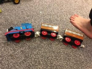 Vintage TOMY Thomas train with Annie & Claribel carriages. Battery operated