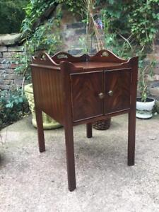 RICH MAHOGANY GEORGIAN STYLE HALL BEDSIDE TABLE