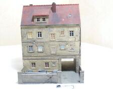 POLA H0 Stadthaus Klempner  mit Hinterhof  , gebaut