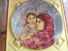 Edna Hibel Lucia & Child Wall Plate 1977 Royal Doulton # 5th Series Retired!