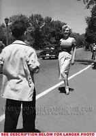 MARILYN MONROE BEAUTY ON THE STREET (1) RARE 5X7 PHOTO