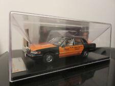 VOITURE PREMIUM X LINCOLN TOWN CAR TAXI 1996  1/43  ETAT NEUF