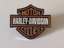 LAPEL PIN BADGE - HARLEY DAVIDSON STYLE  MOTORBIKE BIKERS ROUTE 66 UNITED STATES