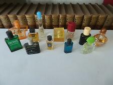 12 kleine, gefüllte Miniaturen Eau de de Toilette und Parfum.