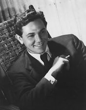 John Garfield UNSIGNED photo - H6692 - HANDSOME!!!!!