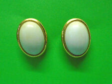 WHT OVAL TRIFARI PIERCED STUD EARRINGS SIGNED GOLD PLATED FASHION ESTATE JEWELRY