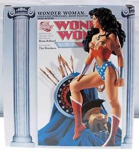 Wonder Woman Collectible Figurine Cold-Cast Porcelain Hand-Painted 2005