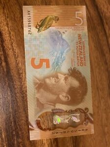 New Zealand 5 Dollars Circulated Polymer Banknote, Good Condition. 5 dollar h