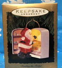 HALLMARK 1993-Raiding the Fridge Light Santa Midnight Snack Food Kitchen Munchie