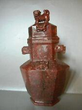 VASE COUVERT ANCIEN EN AVENTURINE ROUGE. PIERRE DURE.CHINE, XX°.Urne,