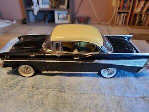 1/18 1957 Chevrolet diecast Two Door Hardtop ERTL V8 fuel injection bel air