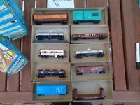 Konvolut 10 US Güterwagen 10 Stück Box Cars,etc.gemischt,USA in OVP,gut erhalten