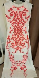 SIZE 8/10 LONG WHITE DRESS WITH NEON PINK FLOWER DETAIL GOOD CONDITION