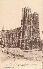 Reims-Dans les ruines apres la retraite des allemands, La Cathedrale. Post card