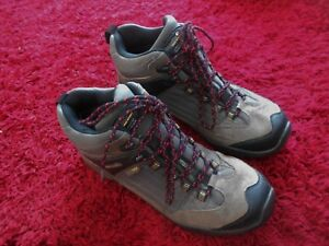 MENS REGATTA AD SCURSION ISOTEX WALKING BOOTS - UK SIZE 9  IN A GOOD COND