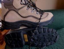 Columbia women hiking boots SZ.8 runs small like a size 7.5 Nice !!