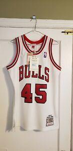 100% Authentic Michael Jordan Mitchell & Ness 94/95 Bulls Jersey Size 40 M New