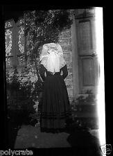 Portrait Femme Costume Traditionnel de dos -  négatif photo  années 1950
