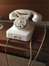 Nostalgie pur: altes Telefon mit Wählscheibe