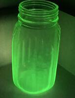 HOCKING GLASS DEPRESSION HOOSIER RIBBED  SHAKER GREEN VASELINE URANIUM GLASS