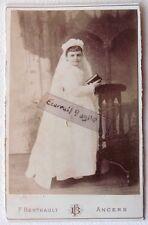 CABINET PHOTO BERTHAULT ANGERS nommée LOUISE GUYON jeune fille communiante F233
