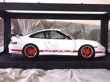 "Porsche 911 996 GT3 RS White with red Stripps 1:18 von AutoArt Dealer Box ""RAE"""