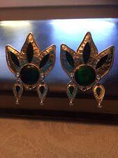 Vintage Gold Tone Emerald Color Gem Flower Clip On Earrings