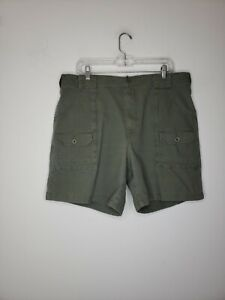 L.L. Bean Men's Cargo Shorts Size 38 Green Pockets Casual Outdoor Hiking Summer