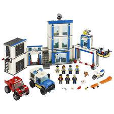 Bachmann Police Station w//Car Kit O 45609