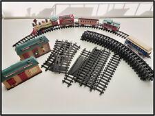 Eisenbahn o. Weihnachtsbahn DICKENSVILLE v. NewBright + Gleise + Weichen + 2xBHF