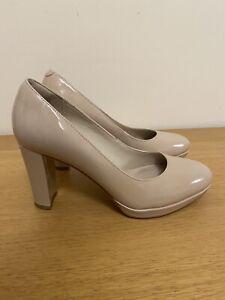 Clarks Narrative size 4 Ladies Nude Patent Platform Heels Court Shoes