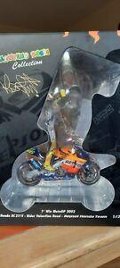 MINICHAMPS Valentino Rossi Honda RC211V Bike & Figure 1st MotoGP Win Suzuka 2002