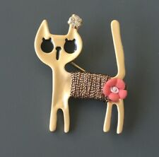 Adorable  Cat brooch in enamel on metal with Flower