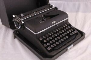 Antique Royal Quiet De Luxe Typewriter Vintage w/ Original Case