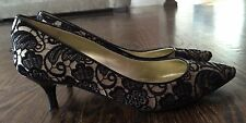 Womans Guess Point Toe Black And Beige Dressy/ Casual Shoes Size 6.5
