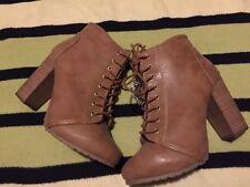 Bershka Women Beige Winter chunky heel Ankle Boot, size 7(40). New Condition